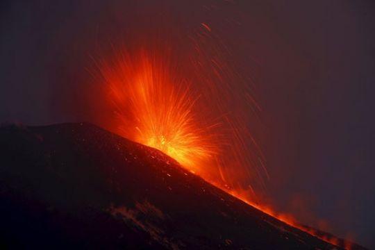 10 orang cedera akibat gempa letusan Gunung Etna di Italia