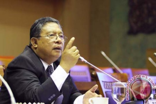 Darmin: Mulai bulan depan Indonesia setop impor avtur dan solar
