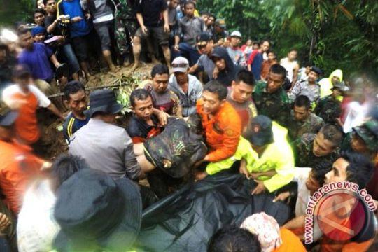 Tiga pekerja tambang tertimbun longsor berhasil dievakuasi