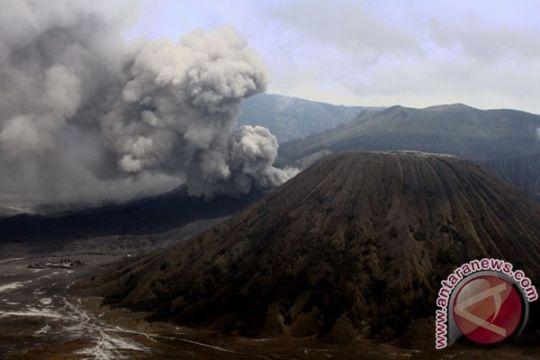 Jumlah wisatawan ke Bromo menurun drastis akibat erupsi