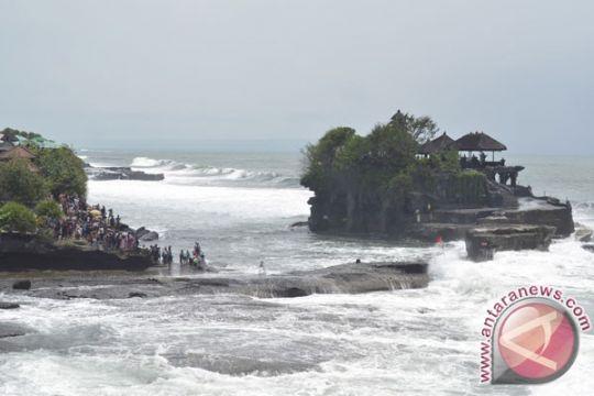 Wisatawan dilarang dekati Pantai Tanah Lot, ini penyebabnya