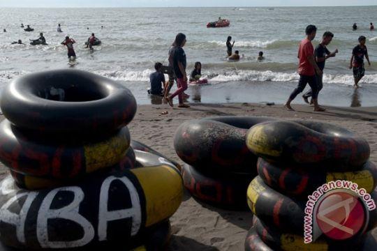 Balawista Sukabumi: bahaya foto selfie membelakangi laut