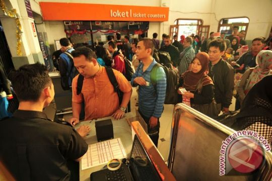 Enam KA lokal Surabaya terkena penyesuaian tarif