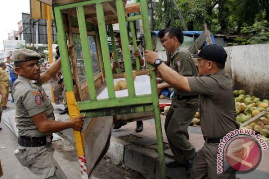 Sejumlah warga Surabaya demo arogansi petugas satpol
