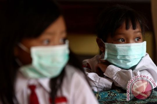 Tagana bagikan masker bagi warga terdampak erupsi Merapi