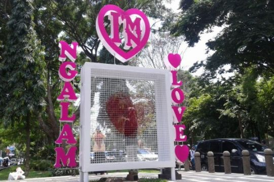 """Gembok cinta"" Malang jadi ""gembok kontroversi"""