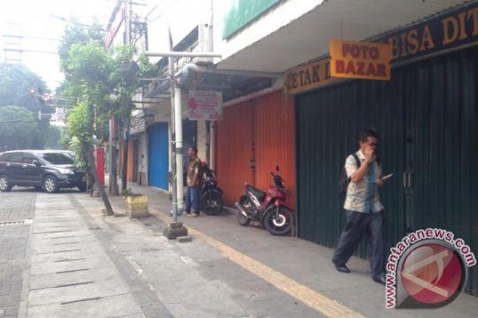 BOM JAKARTA - Pasca bom, sejumlah toko sekitar lokasi tak beroperasi