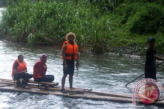 Menjajal Bamboo Rafting Loksado