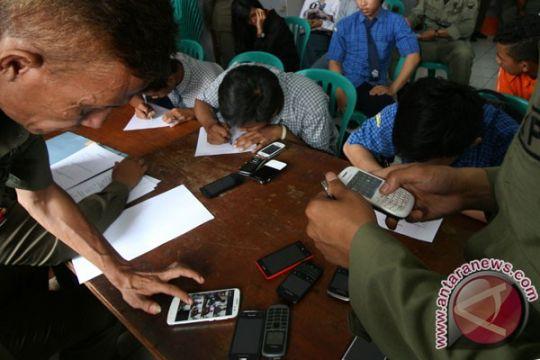 Mataram razia ponsel siswa untuk perangi pornografi