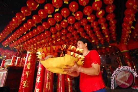 Etnis Tionghoa Manado prosesi sembahyang sambut Imlek