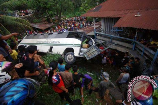 Sopir bus Unand Asril akhirnya meninggal dunia