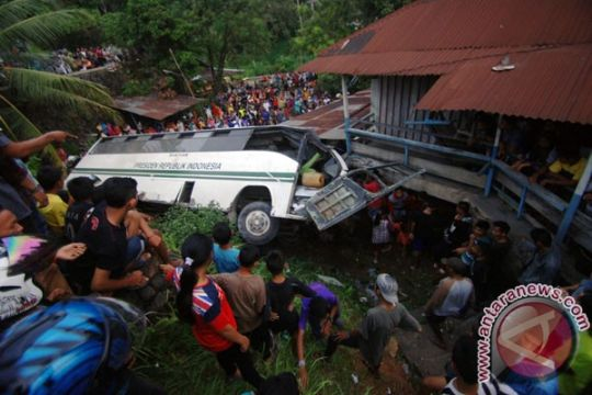 Dua orang tewas kecelakaan bus Unand Padang