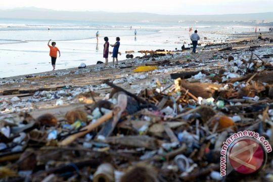 Pantai Losari dicemari sampah plastik