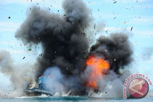 Hari ini pemerintah tenggelamkan 30 kapal ilegal