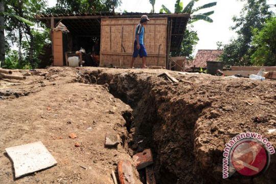 Hingga kini 407 unit rumah rusak akibat pergerakan tanah di Sukabumi