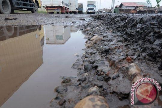 Jalan lintas Penukal Abab-Musibanyuasin Sumsel lumpuh total