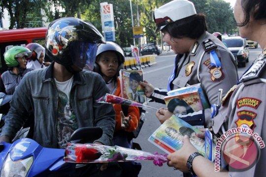 Kampanye kawasan tertib lalu lintas, Polisi hadirkan badut
