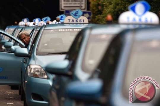 """Operator taksi gandeng bank pemerintah kembangkan """"e-payment"""""""