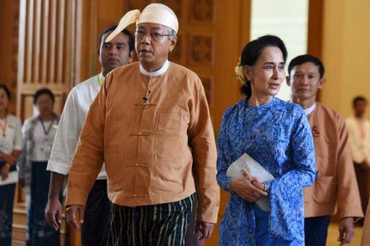 Presiden Myanmar bebaskan 83 tahanan politik