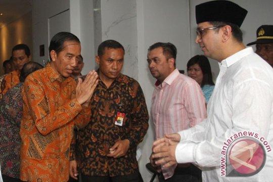 Presiden Jokowi salami para pelayat adik iparnya yang meninggal