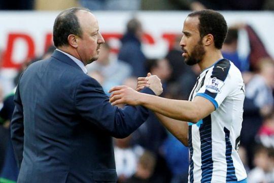 Alan Shearer mencibir Benitez
