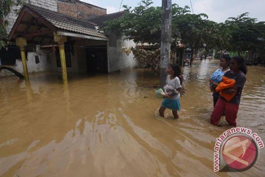 Enam rumah PGP Bekasi hancur diterjang banjir