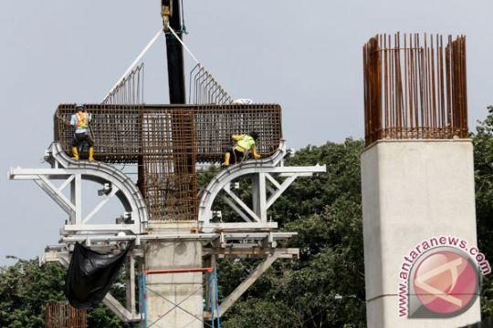 Pembangunan tiang pancang LRT Jembatan Ampera Agustus