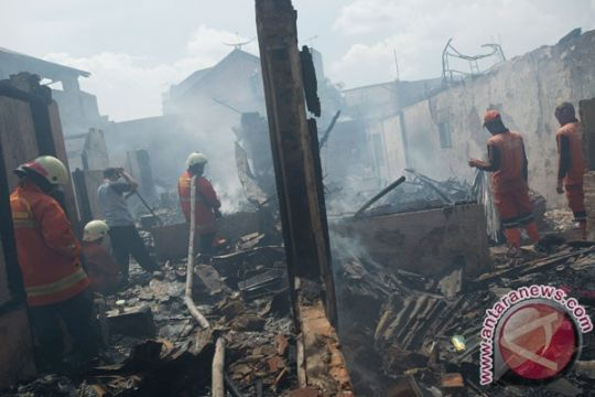 28 unit damkar dikerahkan untuk atasi kebakaran di Kalibaru