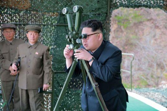 Kim Jong Un periksa kapal selam baru Korea Utara