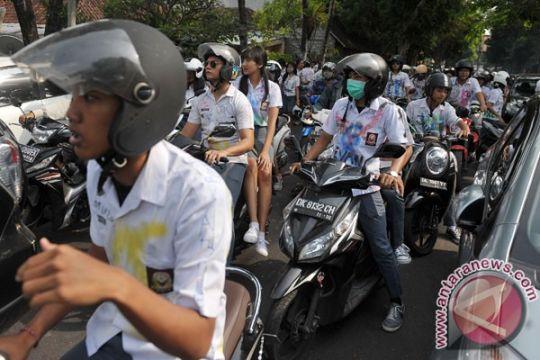 Konvoi motor warnai pengumuman kelulusan di Denpasar