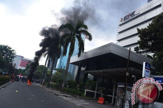 Massa HMI bubarkan diri dari KPK