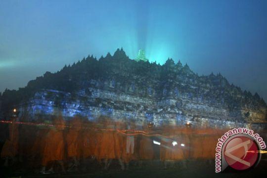 Ribuan umat Buddha lakukan prosesi Waisak di Mendut-Borobudur