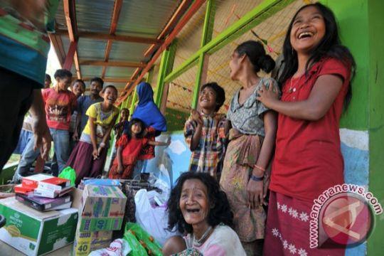 Beberapa anak Orang Rimba Jambi ikut Ujian Nasional