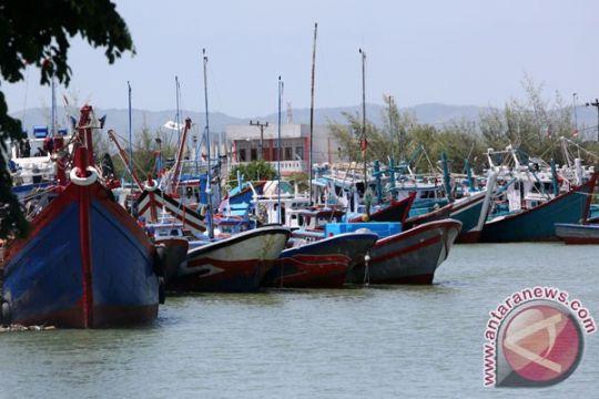 Tangkapan nelayan Aceh Barat turun 50 persen karena cuaca ekstrem