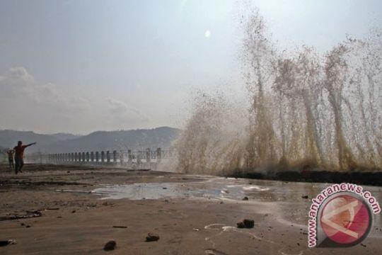 114 warga Manado mengungsi hindari gelombang pasang
