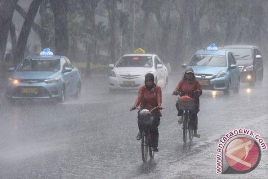 Ramalam cuaca Jabodetabek, hampir semua area hujan di siang hari
