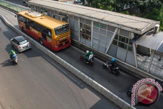 Transjakarta hentikan-alihkan bus karena demo mahasiswa