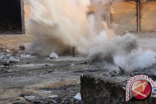 Ledakan mengguncang gudang amunisi Siprus