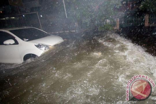 Masyarakat Sumbar diminta waspada hujan lebat
