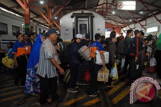 Daop Surabaya kembali jalankan dua KA tambahan