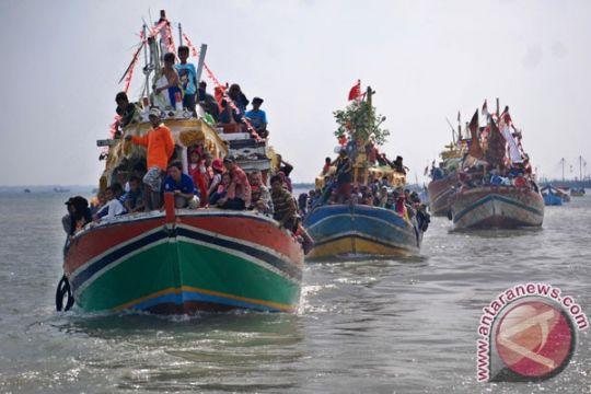 Ribuan orang saksikan prosesi sedekah laut Cilacap