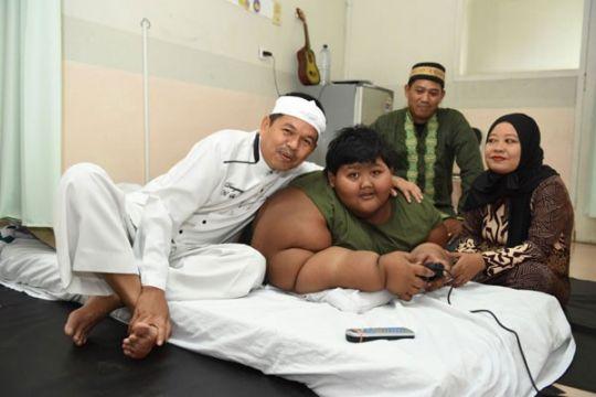 Bobot Arya penderita obesitas ekstrem turun jadi 186 kilogram
