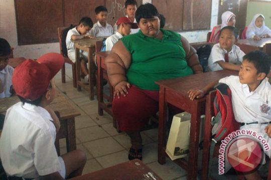 Bocah kegemukan ekstrim Karawang belajar di rumah