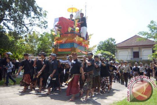 Wakil gubernur Bali apresiasi ritual ngaben massal