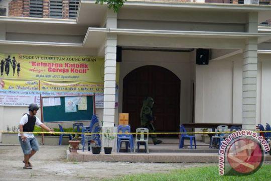 Orang tua tersangka teror bom Gereja Santo Yosep serahkan akta kelahiran