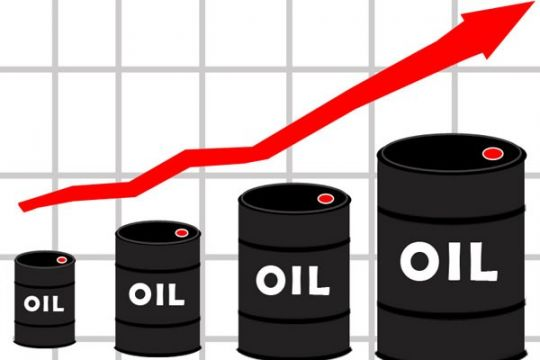 """Harga minyak """"rebound"""" setelah persediaan AS jatuh"""