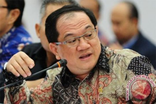 Anggota DPR RI serahkan bantuan KUR ke pedagang Singkawang