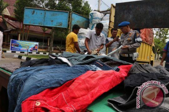 Polda Sumut amankan 446 karung pakaian bekas selundupan