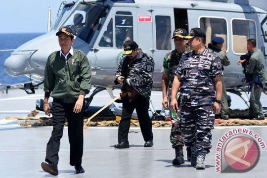 Presiden saksikan penembakan rudal dari KRI Banjarmasin-592