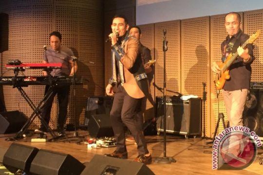 Rio Febrian bergoyang lantunkan musik Indonesia Timur